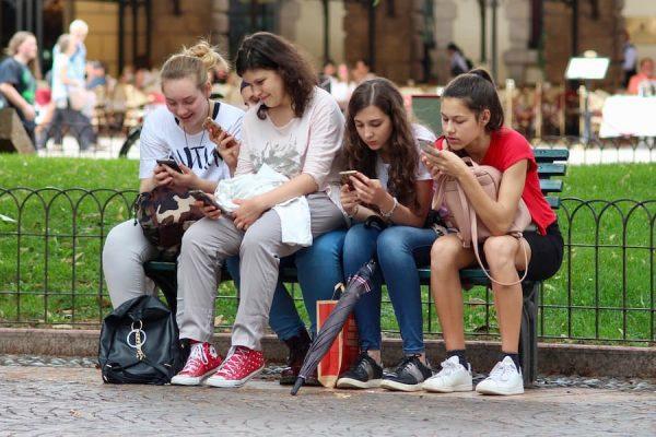 Protección de datos de menores e identidad digital